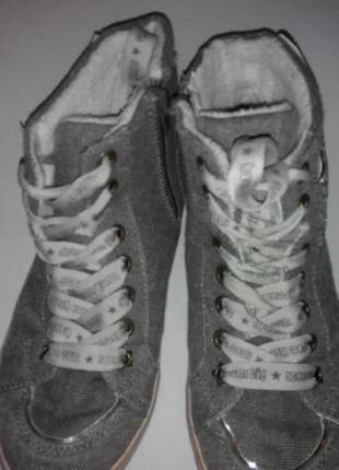 Высокие кроссовки. стелька 22 см