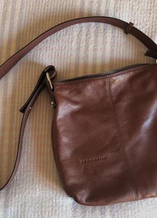 Кожаная сумочка кроссбоди coccinelle