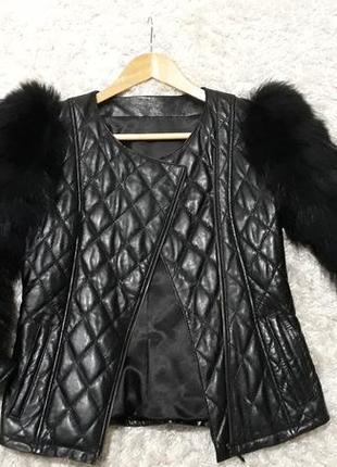 Куртка из натуральной кожи и меха енота