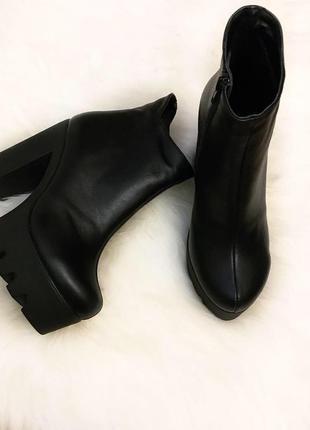 Шикарные ботинки-ботильоны на каблуке натуральная кожа!!