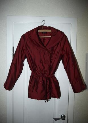 Куртка красная осенняя