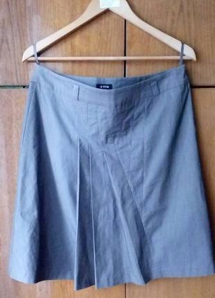 Ostin. серая офисная юбка с драпировкой. размер м