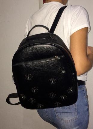 Очень крутой рюкзак с шипами