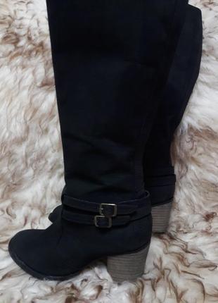 Высокие кожаные сапоги на устойчивом каблуке