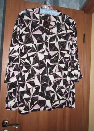 Блуза большого размера с геометрическим принтом от essence р.28, лучшая цена!