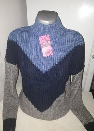Стильный,объемный свитер.2