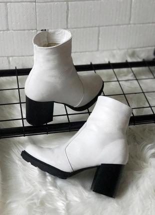Ботинки , ботильоны из натуральной белой кожи, белые, кожа, средний каблук, зимние , 36-40