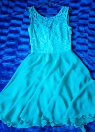 Стильное платье бирюзового цвета