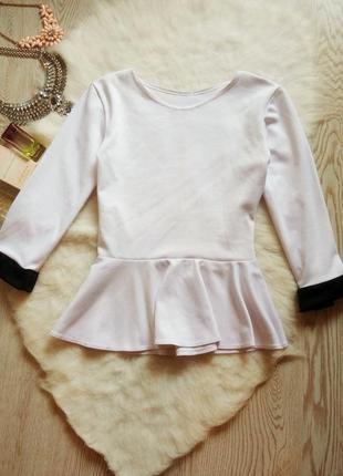 Новая белая блуза с баской кофточка с рукавами с черным кантом теплая