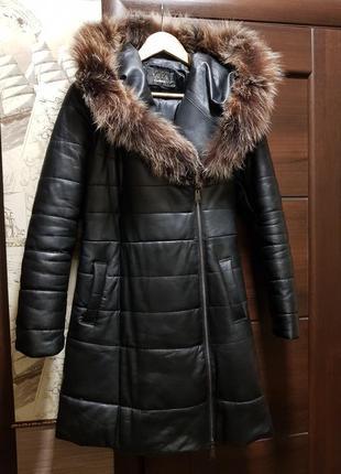 Кожаный пуховик с большим капюшоном 44-46 размер