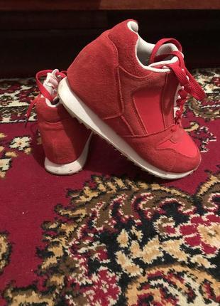 Красные кросовки зимние