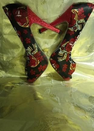 Эти туфли для супер экстровагантной девушки 🌹