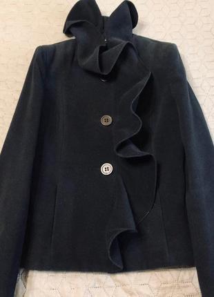 Стильное короткое пальто итальянского бренда rinascimento, размер s.