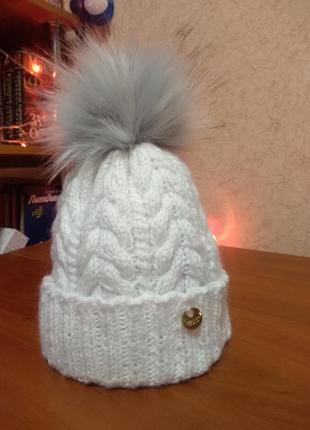 Модная шапка с косами с бумбоном из эко-меха2