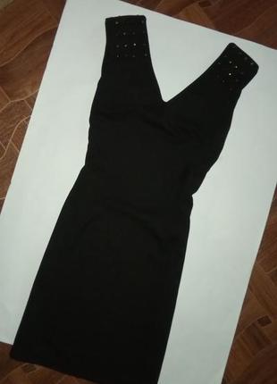Платье футляр с шипами на плечах р с
