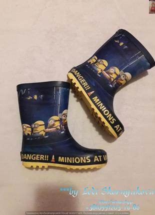 Классные рыезиновые сапожки на  мальчика minions, размер 26