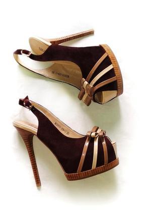 Замшевые босоножки коричневые на высоком каблуке шпильке 23см