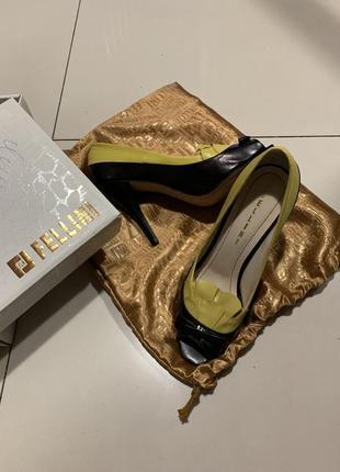 Кожаные классические туфли босоножки fellini