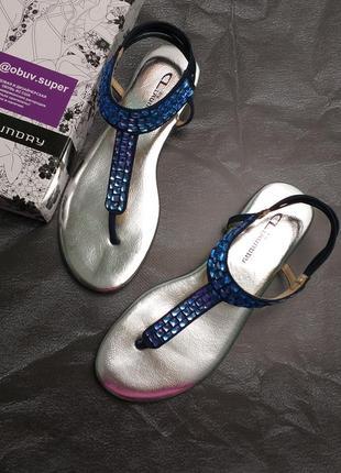 Chinese laundry сандалии босоножки на резинках с синими стразами камнями бренд из сша