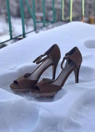 Босоножки/ туфли на каблуке minelli
