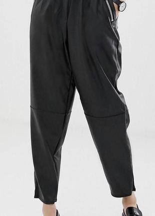 Суженные книзу брюки из искусственной кожи2 фото