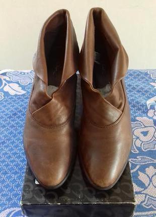 Кожаные демисезонные  ботинки казаки