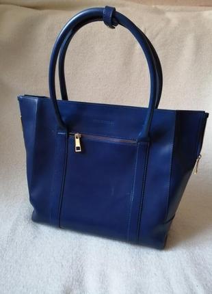 Акция. кожаная качественная темно синяя вместительная сумка