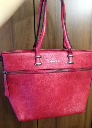Яркая красная сумка стильная