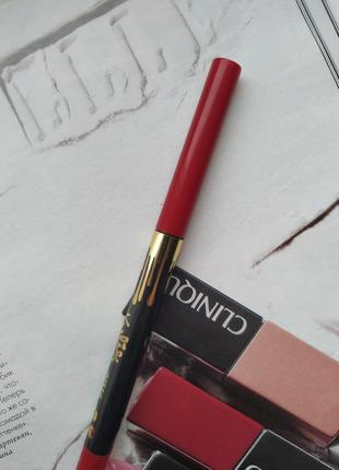 Карандаш для губ, красный