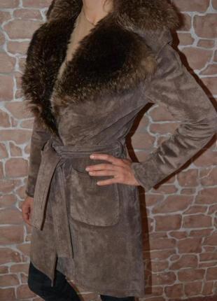Пальто замшевое, зимнее с натуральным мехом енота от dorothy perkins