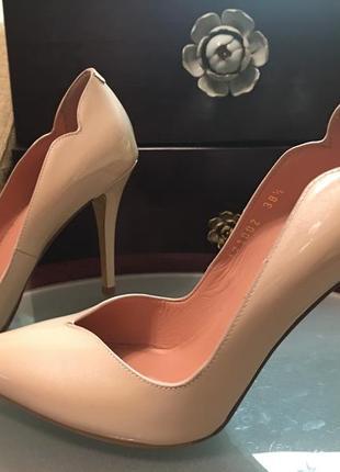 Giorgio fabiani красивейшие туфельки беж кожа 38р