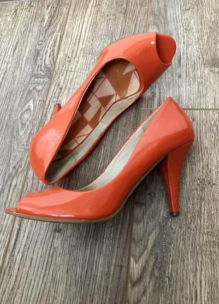 Яркие туфли bianco