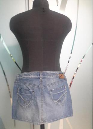 Джинсовая юбка с вышивкой и декором