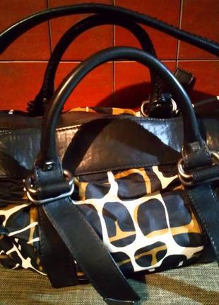 Оригинальная сумка с ярким анималистичным принтом от francesco biasia