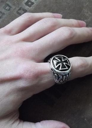 Шикарный мужской перстень с мальтийским крестом 21 размер