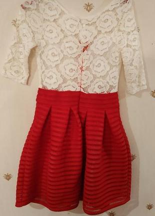 Нарядное бело-красное платье