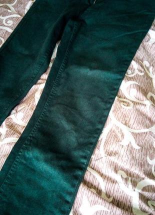 Джинсы изумрудные зеленые