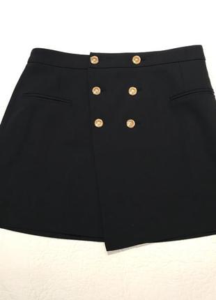 Стильная юбка с золотыми пуговками