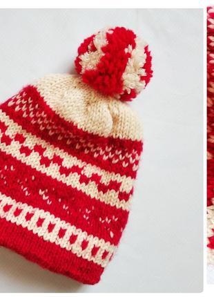 Теплая шерстяная шапка с помпоном