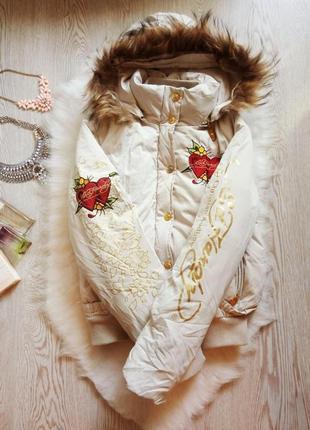 Куртка пуховик светлый с вышивкой,надписями натуральным мехом наполнителем капюшон