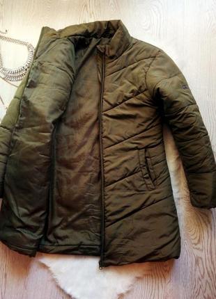Длинная теплая куртка хаки на молнии с карманами без капюшона деми еврозима