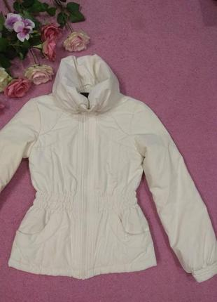 Нежная белая демисезонная куртка. размер s