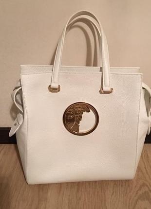 Продам новую оригинальную кожаную сумку итальянскoгo брeндa клаcса люкс vеrsасe.