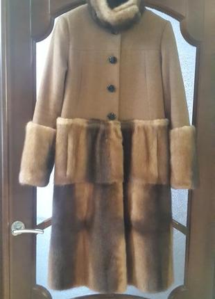 Оригинальное пальто из меха норки и шерсти