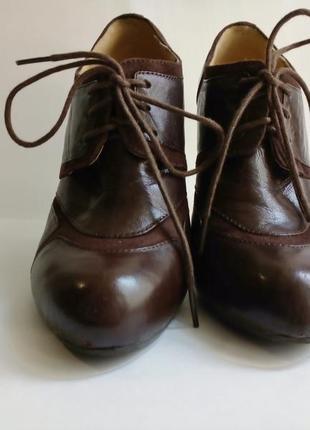 Туфли женские кожа 33-34 р каблук осенние на шнурках