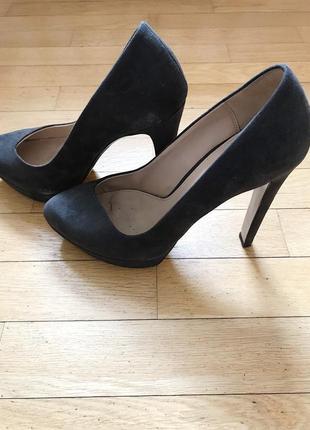 Замшевые туфли на каблуке zara