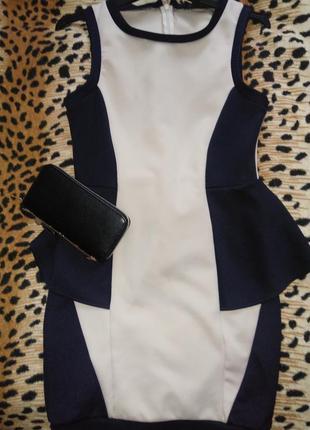 Стильне плаття з баскою
