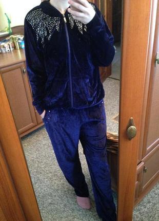 Крутой стильный велюровый костюм с камнями велюр синий