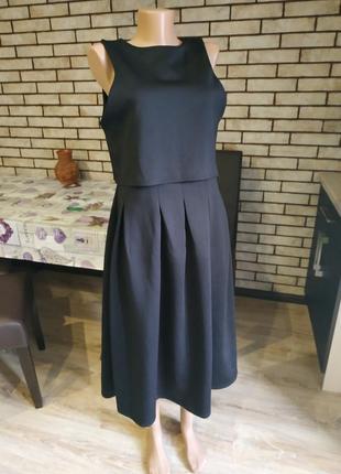 Очень стильное,красивое платье миди...