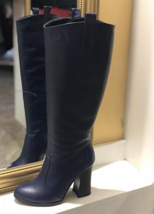 Демисезонные кожаные сапоги на высоком каблуке синего цвета 37 и 39